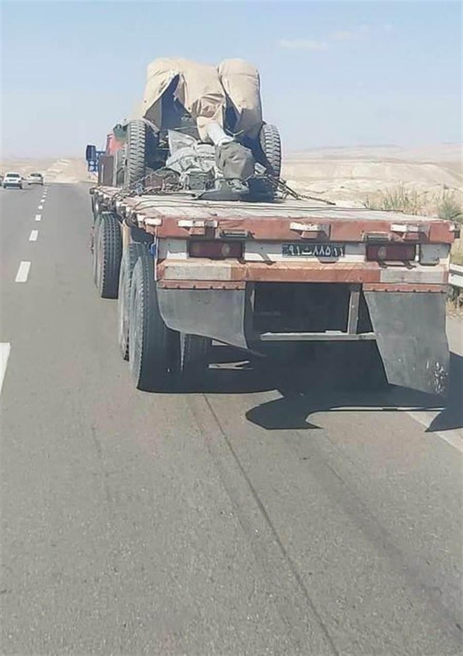 傳伊朗已向亞美尼亞派遣部隊支援亞美尼亞,包含T-72S重型坦克和前蘇聯制122毫米2A18 (D-30)榴彈炮。(圖/翻攝自 Military Armed Forces 臉書粉專)