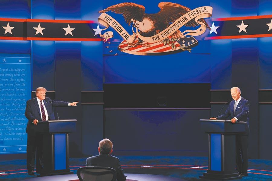 舉世矚目的美國總統大選首場辯論會,兩名候選人不斷互罵,被譏為幼稚園吵架。(路透)