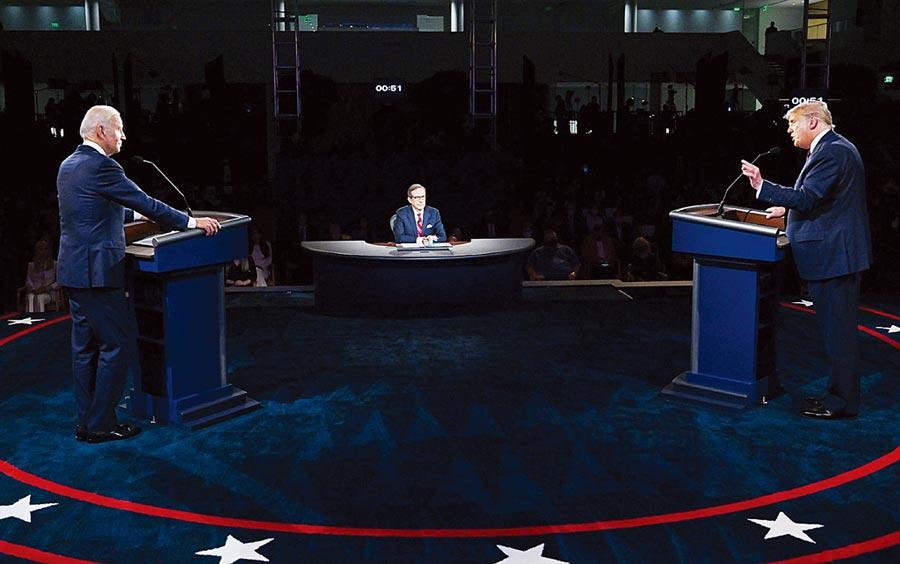 美国总统大选首场辩论会,3个「老男白」吵成一团。(路透)