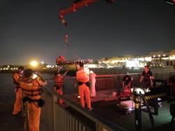女墜台中港8米海底 警消潛水救起