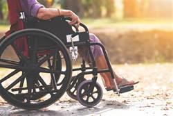 妻連3年拒嘿咻 60歲翁不忍了 丟整疊現金要看護「腿打開」