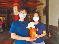 女權抬頭 宮廟求紅花比例增
