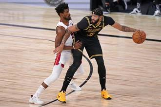 NBA》不依靠詹姆斯 一眉哥攻擊力進化