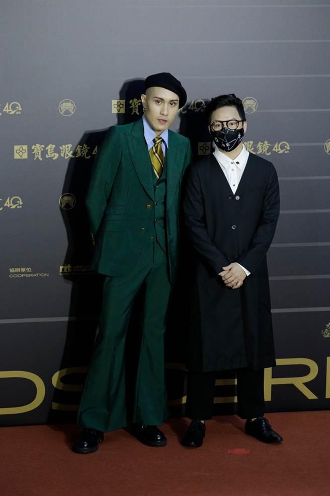 (圖左)黃宣整套復古墨綠色西裝很懷舊。(圖/廖映翔攝)