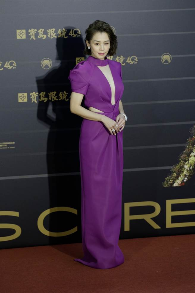 徐若瑄的紅毯穿著集合時尚品味與隆重感。(圖/廖映翔攝)