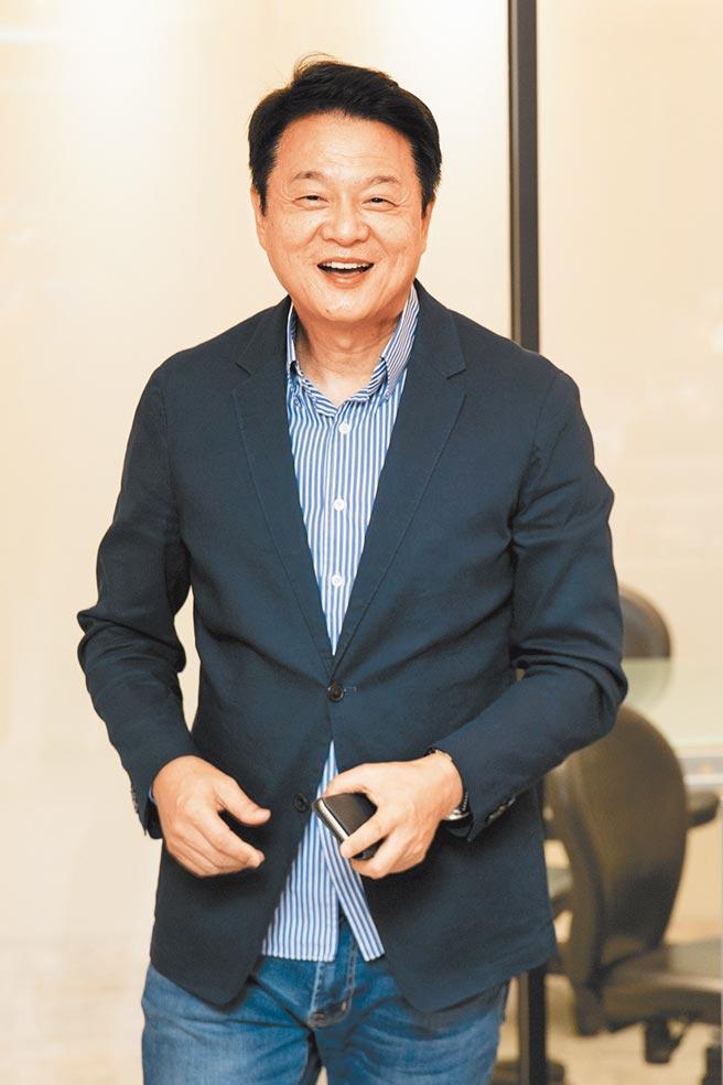 國民黨將於明年改選黨主席,外傳前台北縣長周錫瑋可能參選,周錫瑋昨天坦言,現在還沒有正式宣布,但已在進行相關準備工作了。(杜宜諳攝)