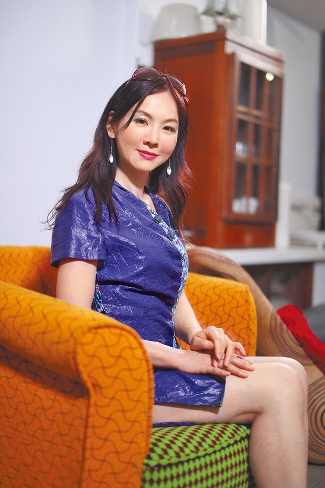胡文華造訪文化氣息濃厚的台南古城。(亞洲旅遊台提供)