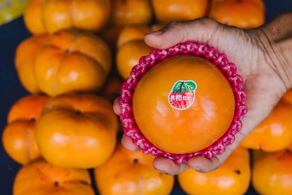 黃曉橙創立「就柿好吃」品牌,並與「無毒農」合作預售。(黃曉橙提供/王文吉台中傳真)