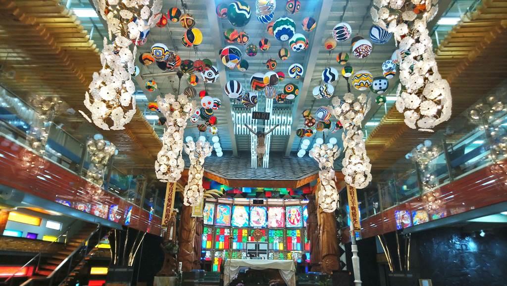 歌手阿爆在金曲獎上大放異彩,MV拍攝地佳平法蒂瑪聖母堂也意外沾光。(林和生攝)