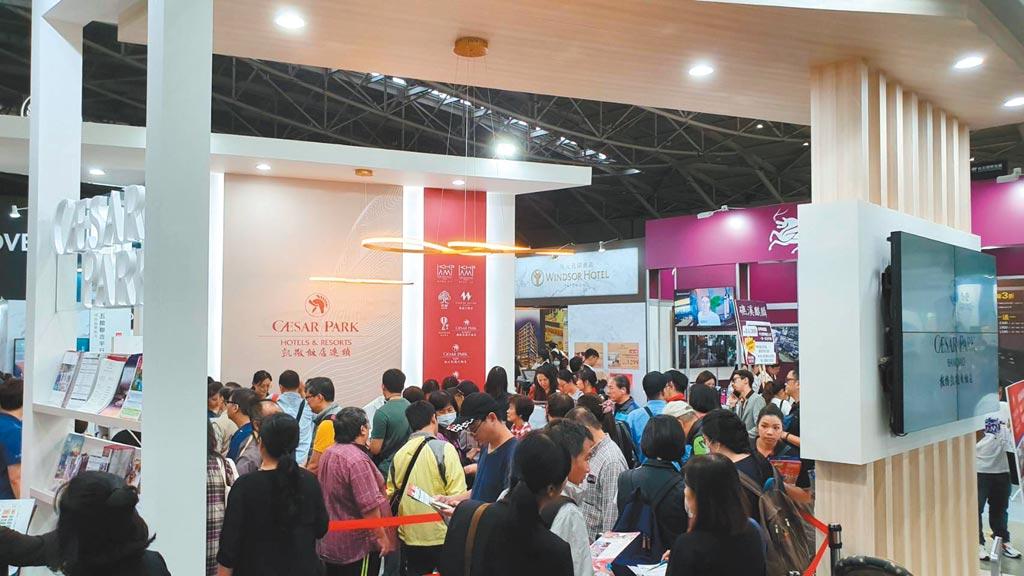 ITF台北國際旅展將於10月30日起在南港展覽館展出四天,今年雖然規模縮小,但各家飯店餐券、住宿券的買氣可期,並提前啟動線上旅展搶年終財;圖為去年展出實景。圖/凱撒飯店提供
