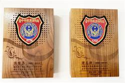 西屯消防分隊2勇消殉職周年 分隊高掛臂章木雕牌緬懷