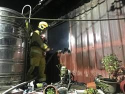 基隆中正區鐵皮屋竄出大火 延燒二住戶無人傷亡
