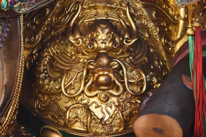 楊琇文的手藝精湛,創作強調主體完整、連貫,才能凸顯生命力。例如,龍除了頭部要有大氣,身驅更要完整連貫,才不失氣勢。(楊琇文提供/袁庭堯高雄傳真)