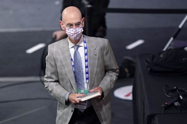 為了等到可以開放觀眾進場,NBA總裁席爾佛擺明會把下季開打日期續延下去。(美聯社)