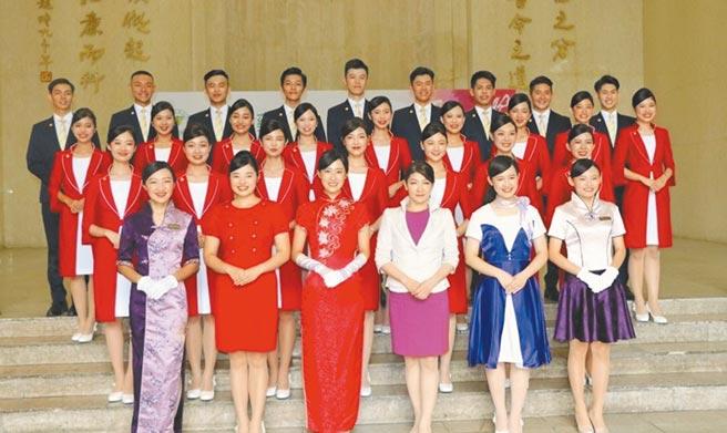 中國醫藥大學國慶禮賓接待「紫薔薇親善大使」精采亮相。圖/中國醫藥大學提供
