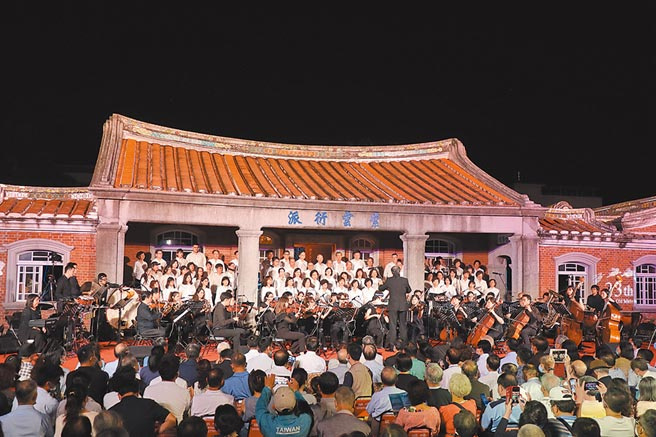 一年一度的「黃家古厝音樂會」,3日晚間7點在台南後壁登場。(劉秀芬攝)