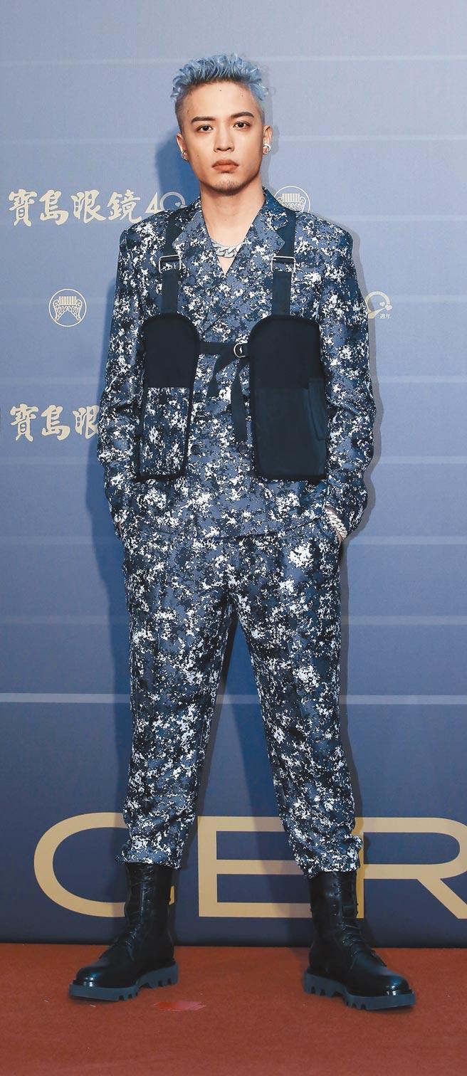 向來有自己服裝主見的J.Sheon,請來台灣設計師周裕穎為他量身打造,造型凸顯個人特色。