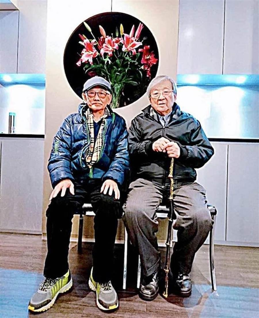 導演李行(右)與江文雄。(摘自倪有純臉書)