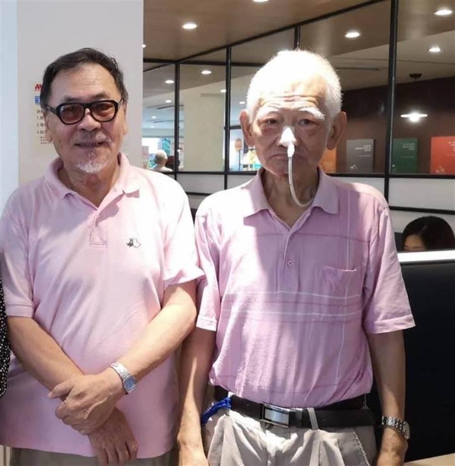 導演王童(左)與江文雄。(摘自倪有純臉書)