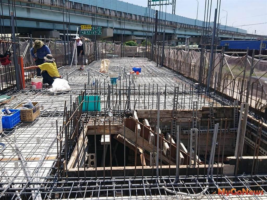 五股「統立環保工程有限公司」,正在依規定蓋臨時建築物,經營廢棄物回收行業(圖:新北市政府)