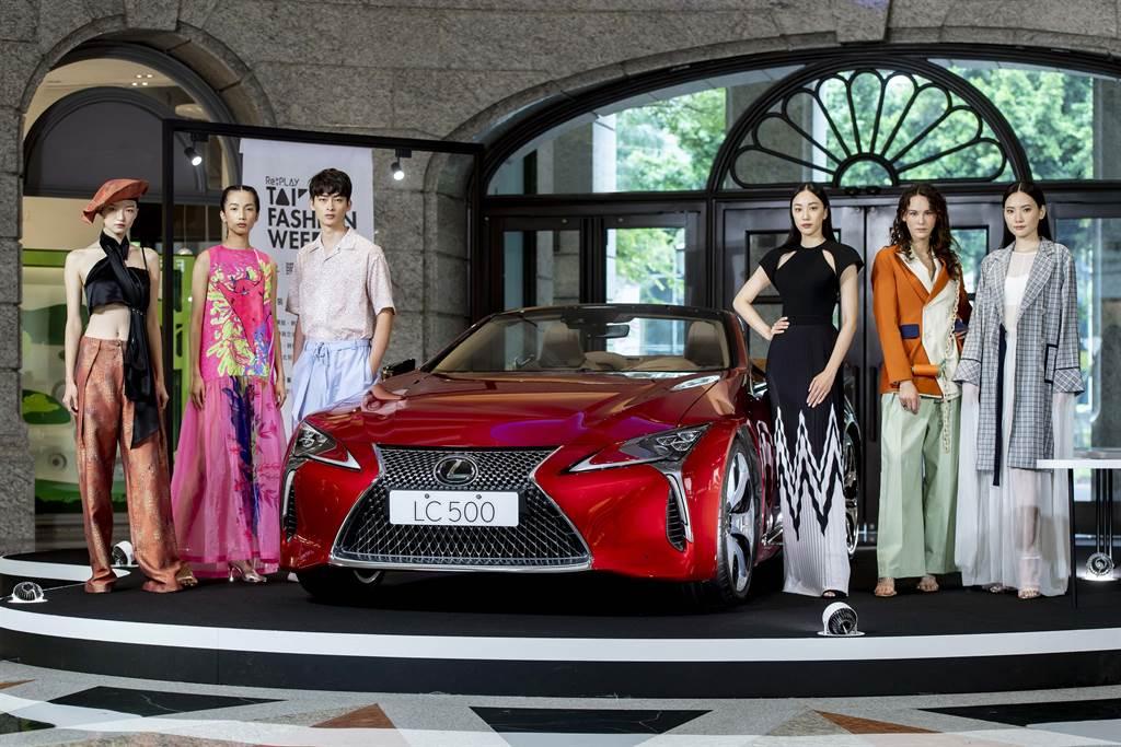 凱渥名模出席出席2020臺北時裝週 X VOGUE FNO 記者會,展演臺灣新銳設計服裝。