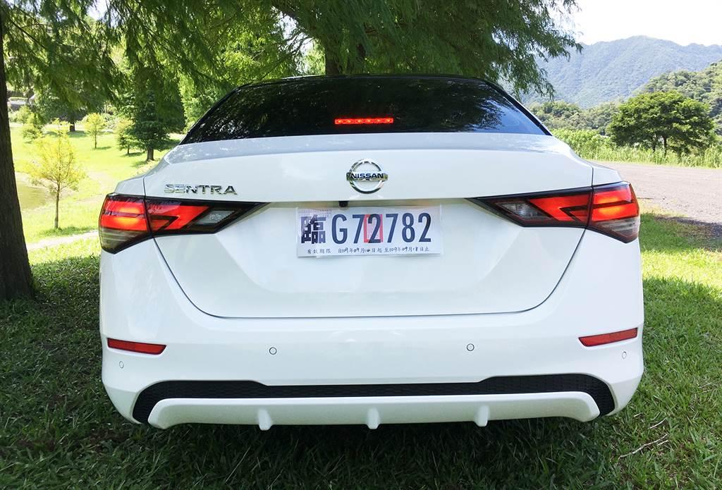 車尾部分是與大哥Altima差異最大的地方,New Sentra走出自己的風格。