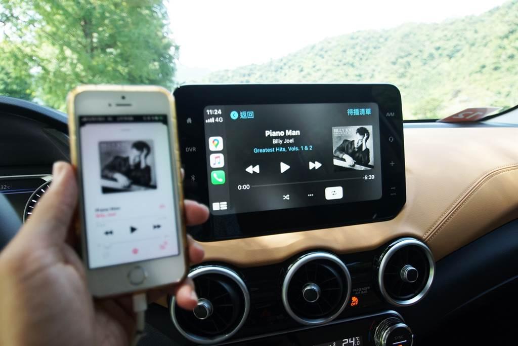 全新9吋X-Media V多媒體影音系統可像使用平板般智慧操作,同時支援Apple CarPlay及Android Auto系統。