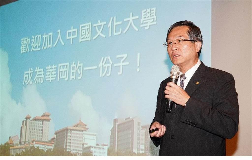 文化大學校長徐興慶認為,消弭產學落差,必須產學合作、教學研究雙軌併進。(1111人力銀行提供)