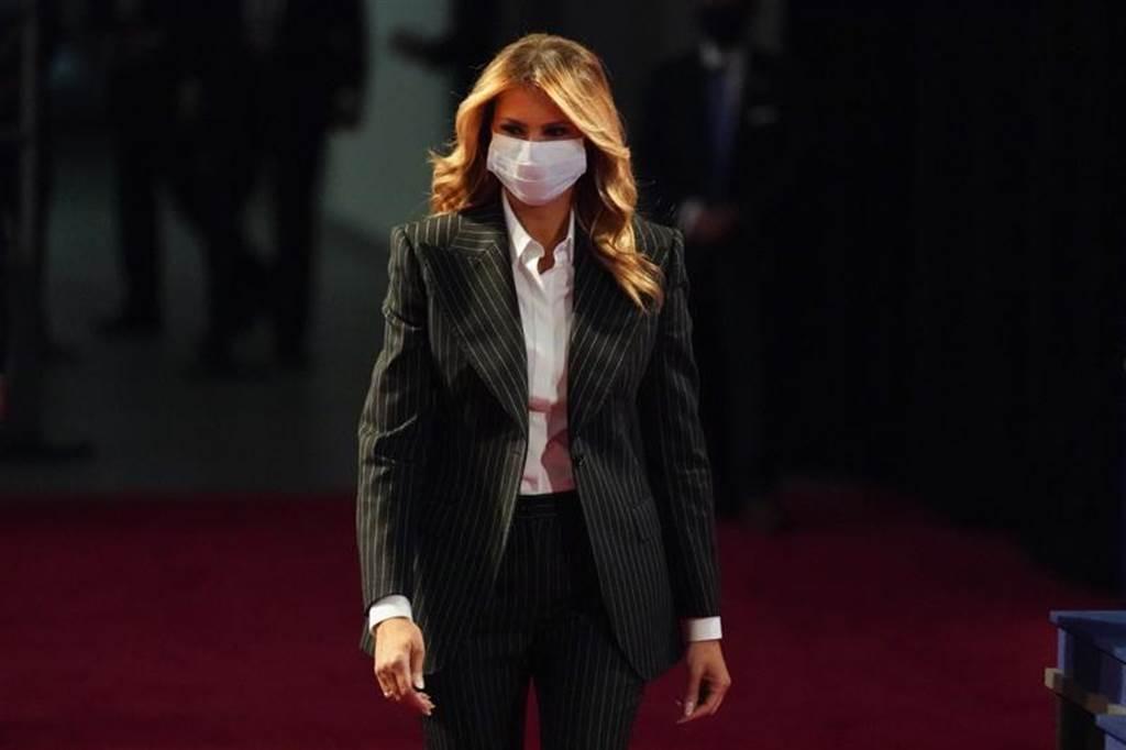 美國第一夫人梅蘭妮亞感染新冠病毒後,一直待在白宮,她也不會去醫院探望住院的川普。(美聯社)