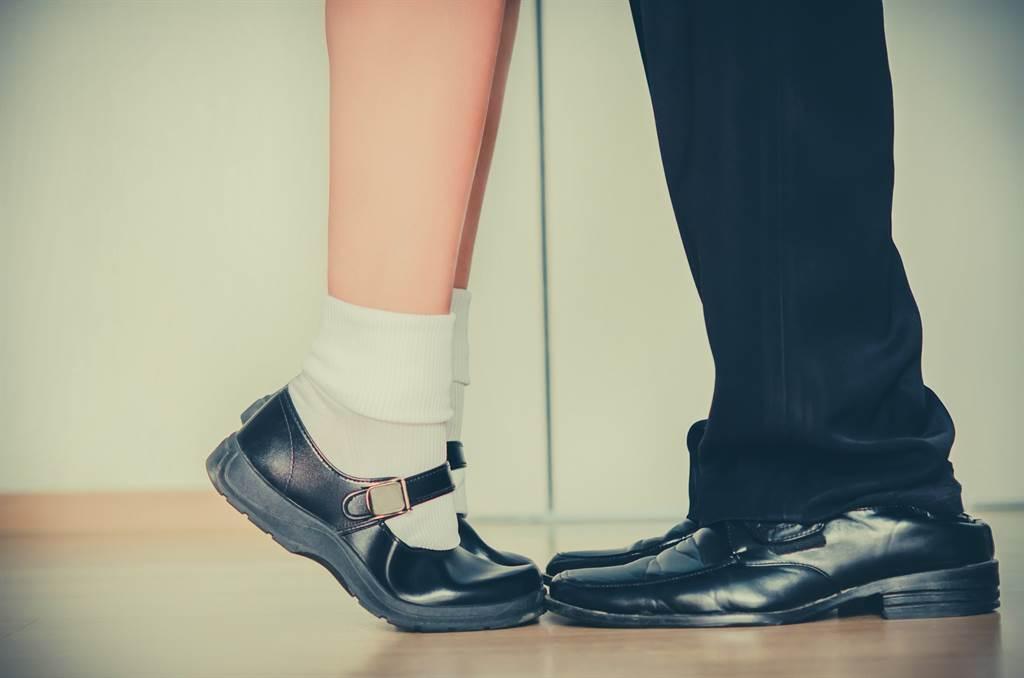 美國佛州發生一起大叔為追愛少女,直接下榻少女衣櫃的離奇事件。(示意圖/達志影像)