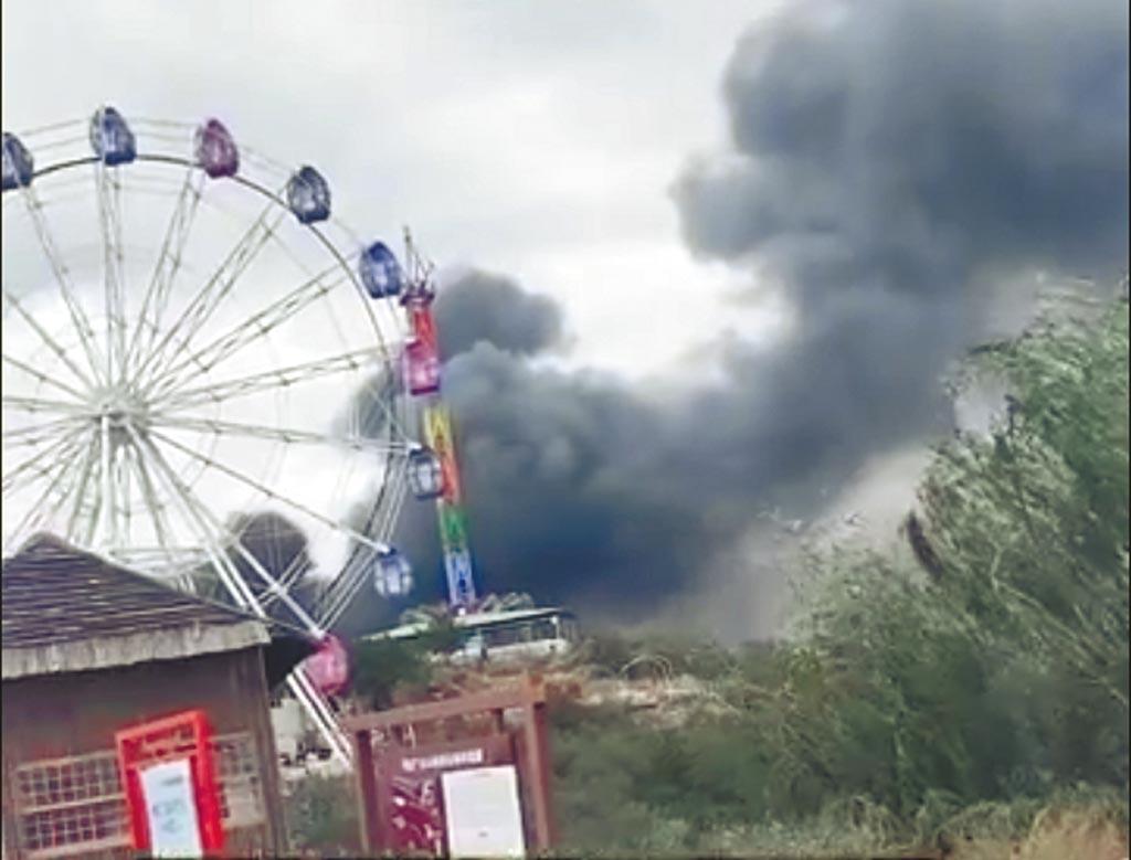 10月1日,山西太原台駘山景區的冰雕館發生火災,濃煙密布,共13人遇難。(影片截圖自微博@漩渦視頻)