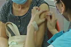 公費流感疫苗今開打!花蓮市衛生所出現人潮搶配額