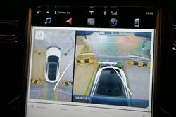 特斯拉將新增「環景顯影」功能:鳥瞰視野使停車再無死角,有買 FSD 才能用!