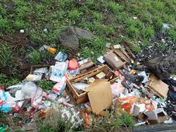 淡水河岸累積18萬公升廢棄物 易遭沖刷成海廢