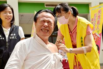 流感疫苗全面開打 翁章梁帶頭接種