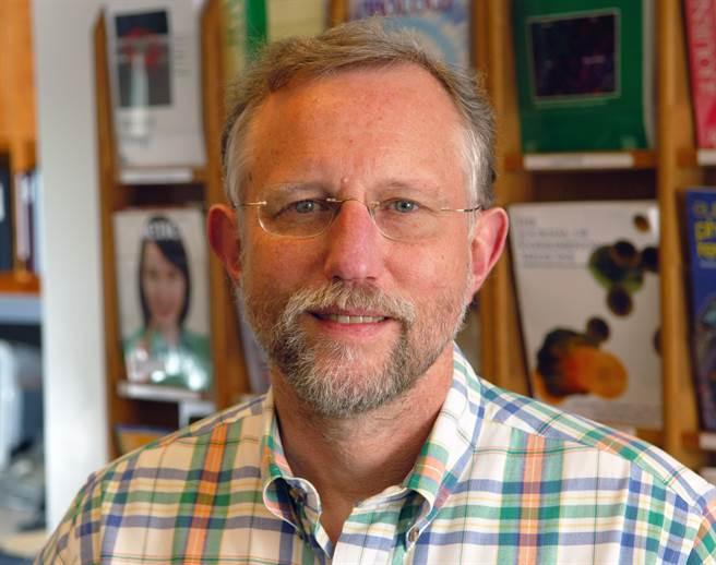 榮獲2020諾貝爾生醫獎的美國科學家萊斯(Charles M. Rice)。(圖/擷取自瑞典卡羅林斯卡醫學院官網)