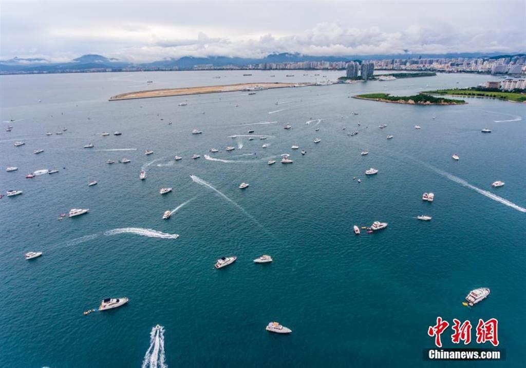 海南三亞為大陸旅遊熱門地,不過十一黃金周過半之後機票價格下降。(取自中新網)