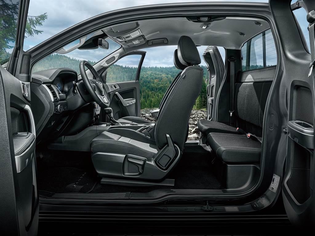 21年式Ranger職人型採用獨特的一廂半車身座艙與中央對開式車門設計,採用同級唯一富有多元應用的2+2四座車室空間配置。