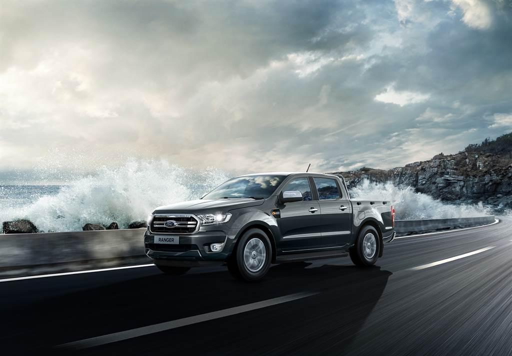 21年式Ranger全能型舊換新優惠價114.8萬,為兼顧工作與休閒的全功能皮卡車型。