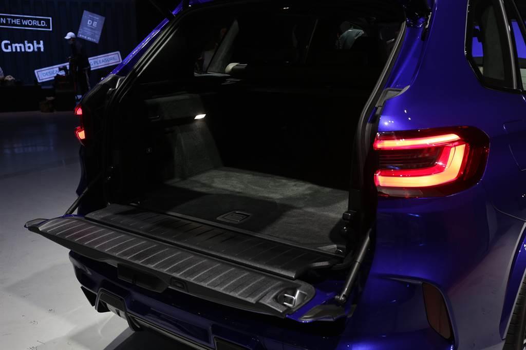 具備上下對開式尾門,標準行李廂空間具650L,相當實用。