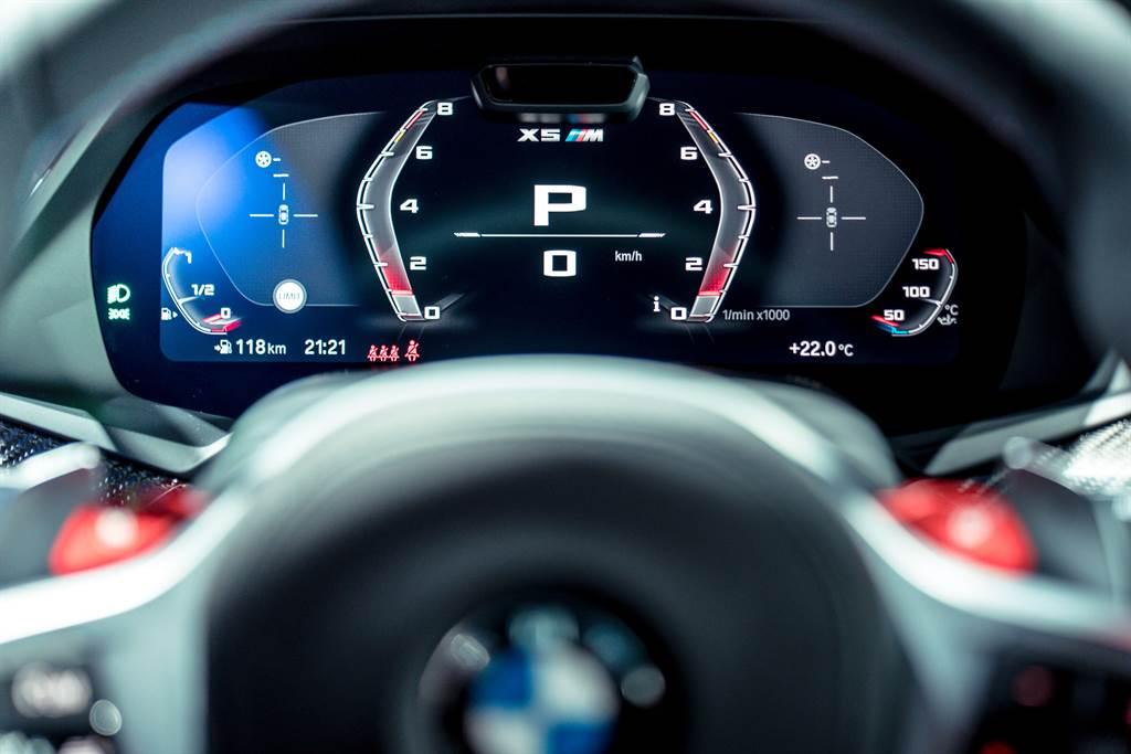 Sport模式下數位儀表也會減少顯示資訊,能更清楚看到時速、轉速等重要訊息。