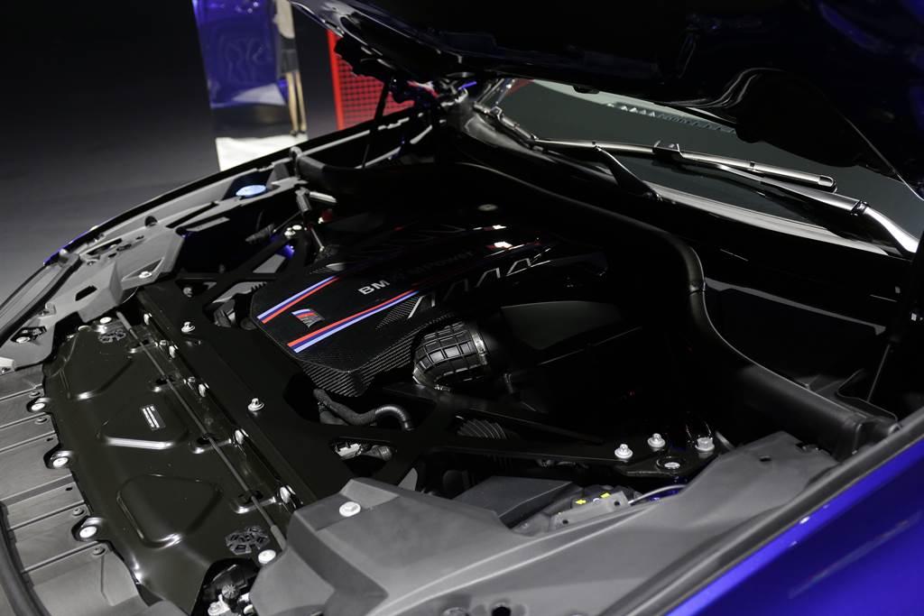 搭載4.4升V8雙渦輪雙渦流的S63引擎,擁有600hp最大馬力、750Nm最大扭力。