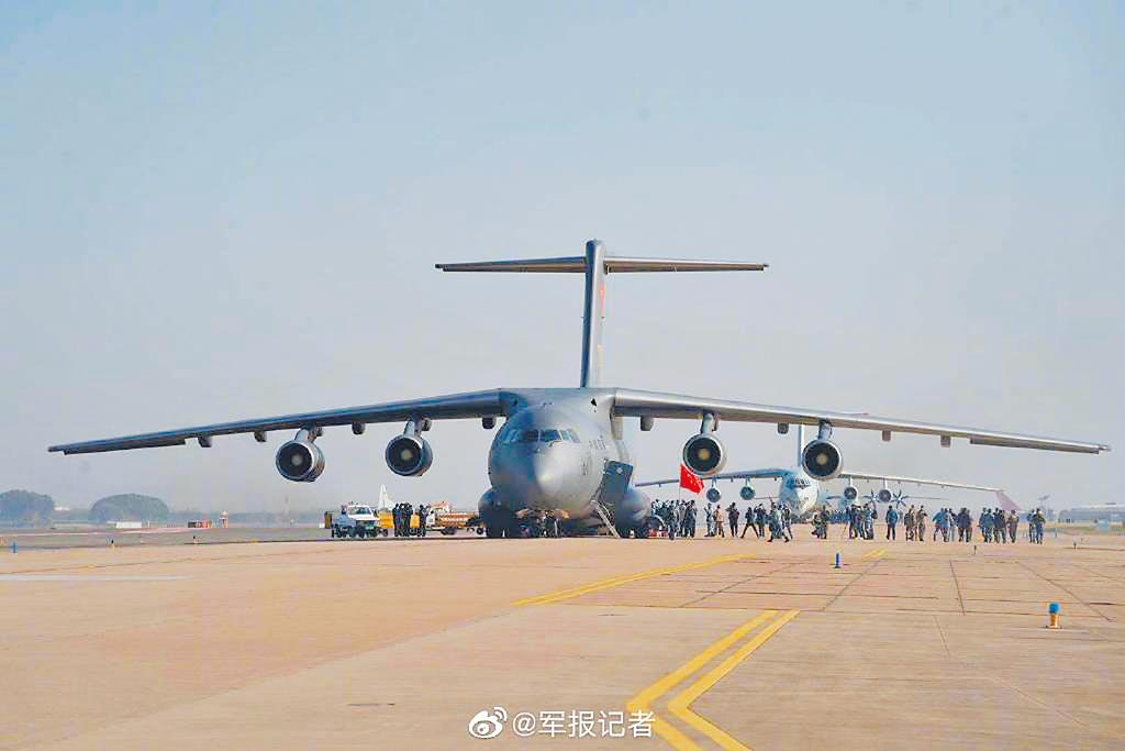 大陸最大型的軍用運輸機「運-20」。(取自微博@解放軍報)