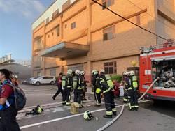 桃園八德電子工廠火警2人受困救出 1失去呼吸心跳