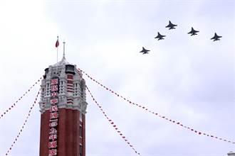 國慶空中分列式預演 F-16V飛越總統府上空