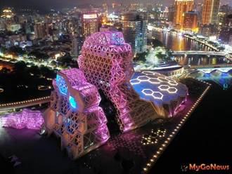 高雄港國際新魅力 高流中心燈光璀璨夜空