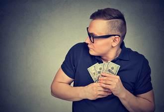 表哥年薪破500萬卻只穿平價衣 網揭驚人真相