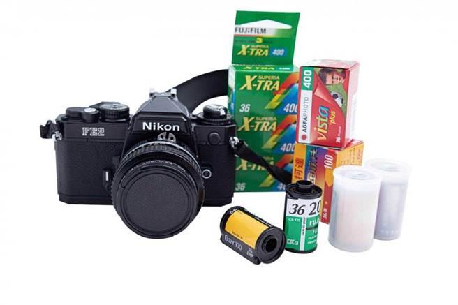 空閒時熱愛攝影的陳璇,擁有一台底片相機Nikon「FE2」。(圖/莊立人攝)