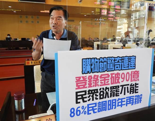 市議員賴義鍠肯定台中市購物節驚奇連連,登錄金額破90億元佳績。(陳世宗攝)