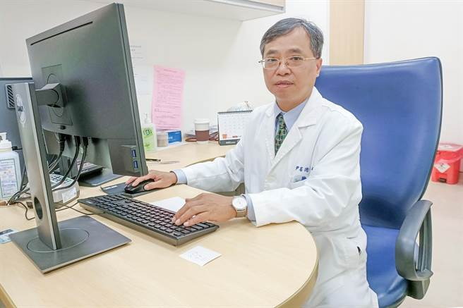 榮總新竹分院神經內科主任尹居浩說,「顱內動脈取栓術」讓腦中風黃金治療可延長8到12小時。(院方提供/羅浚濱新竹傳真)